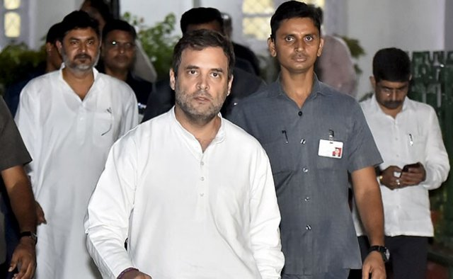 Rahul Gandhi and other Indian Opposition leaders sent back from Srinagar Airport
