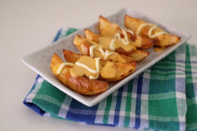 How to bake Cheesy Potato Wedges at home