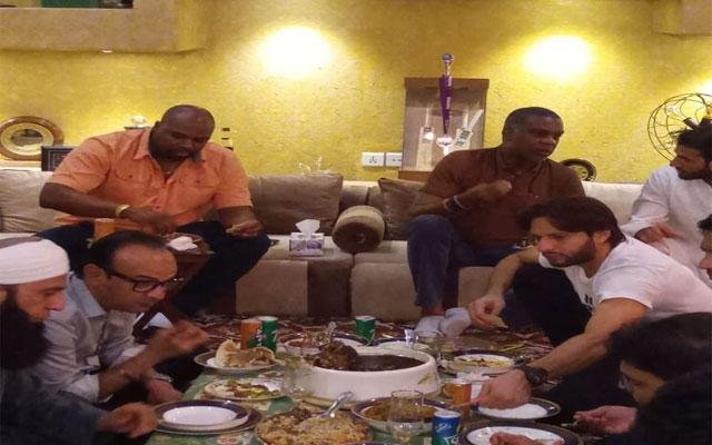 Shahid Afridi hosts dinner party for Windies icon Michael Holding